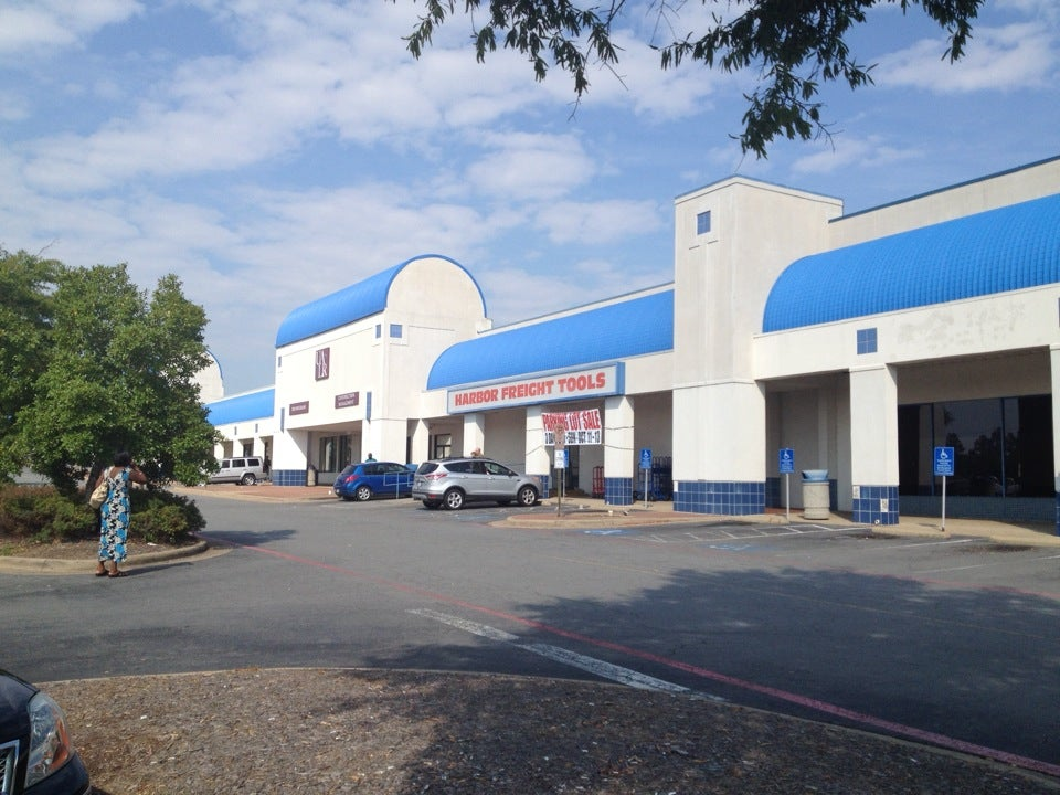 Harbor Freight Tools 3901 S University Ave Suite 6, Little Rock