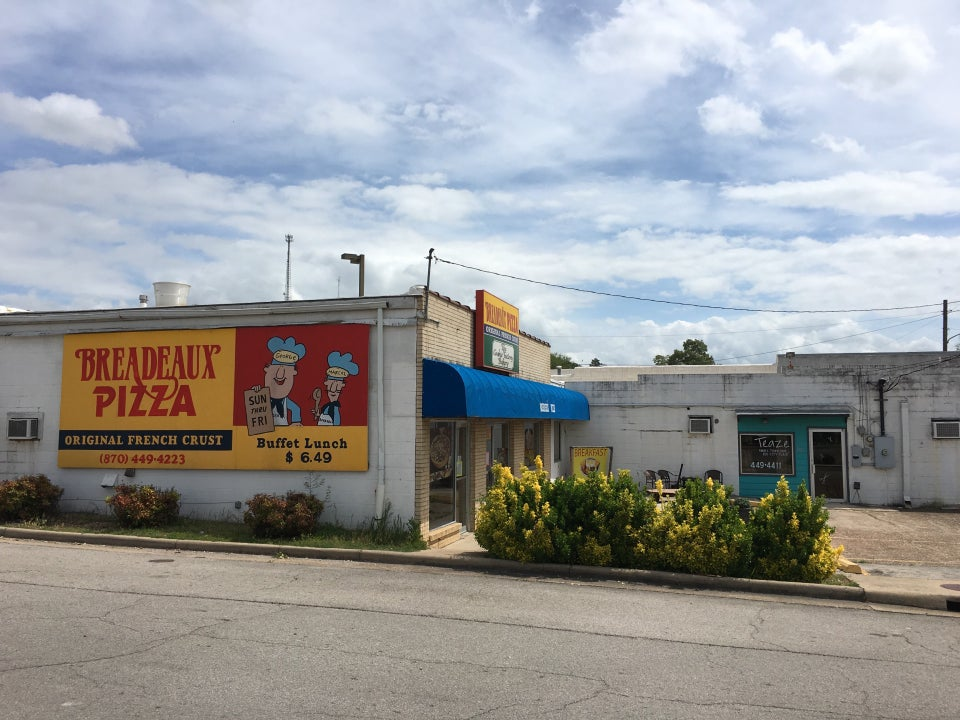 Breadeaux Pizza 202 Highway 62 East, Yellville