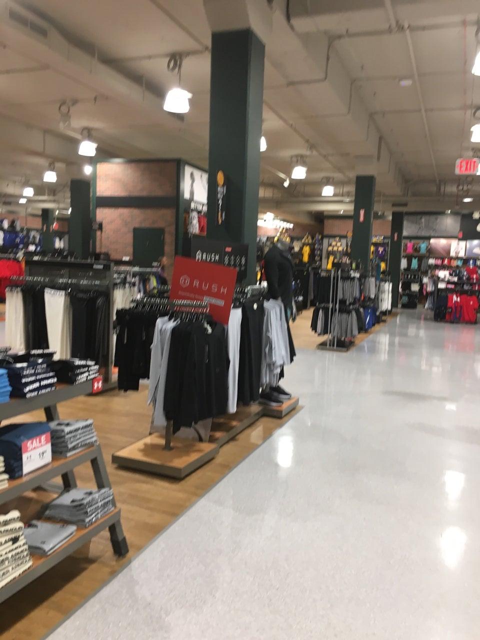 DICK'S Sporting Goods 200 W Broadway, Glendale