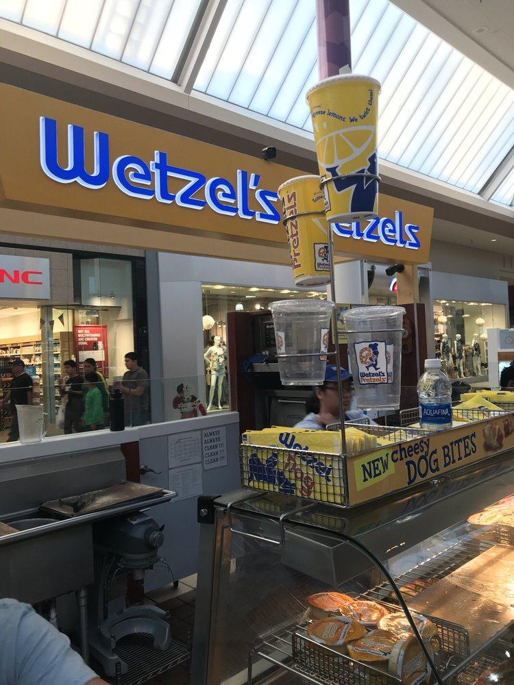 Wetzel's Pretzels 330 Lakewood Blvd, Lakewood