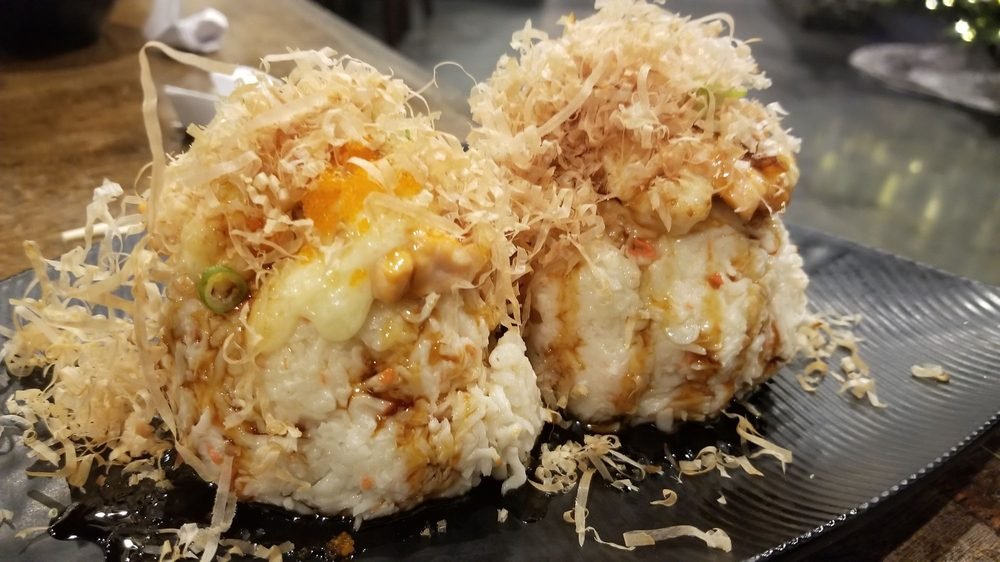Mama's Sushi 5679 Woodruff Ave, Lakewood