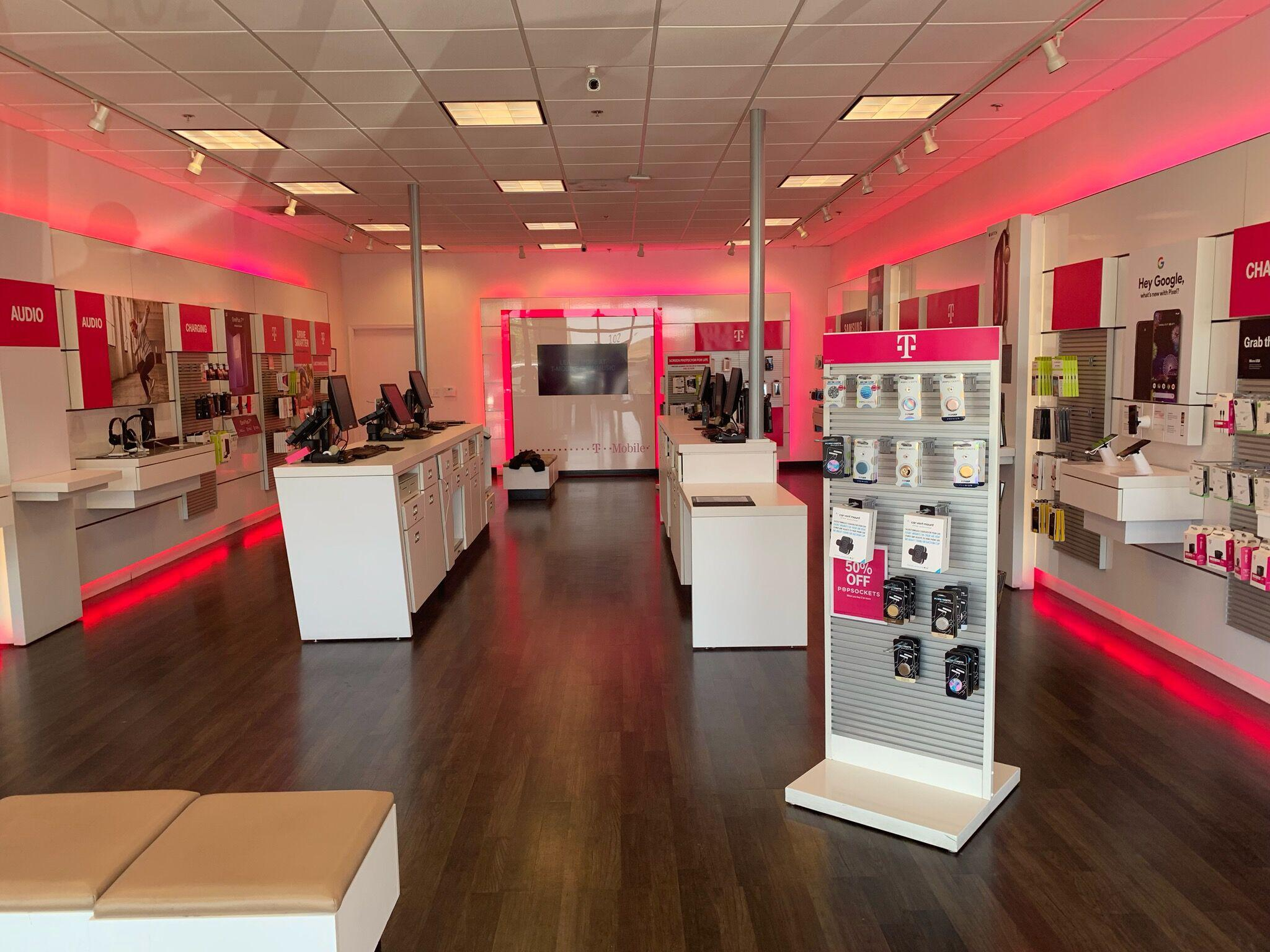 T-Mobile 5198 Commons Dr #102, Rocklin