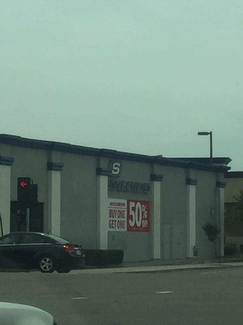 Skechers 850 W Hammer Ln, Stockton