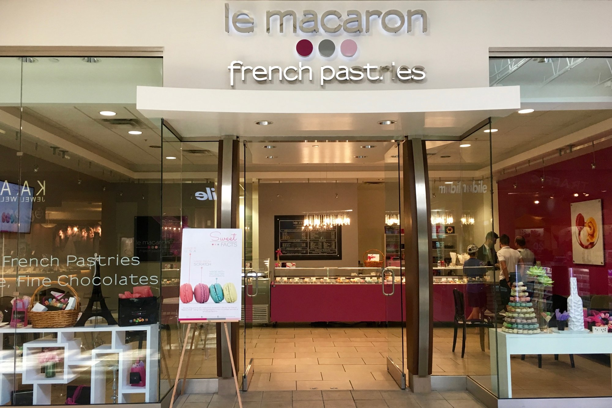 Le Macaron French Pastries 6901 22nd Ave N, St. Petersburg