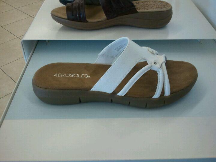 Famous Footwear STATE STREET MARKET, 6470 E State St, Rockford