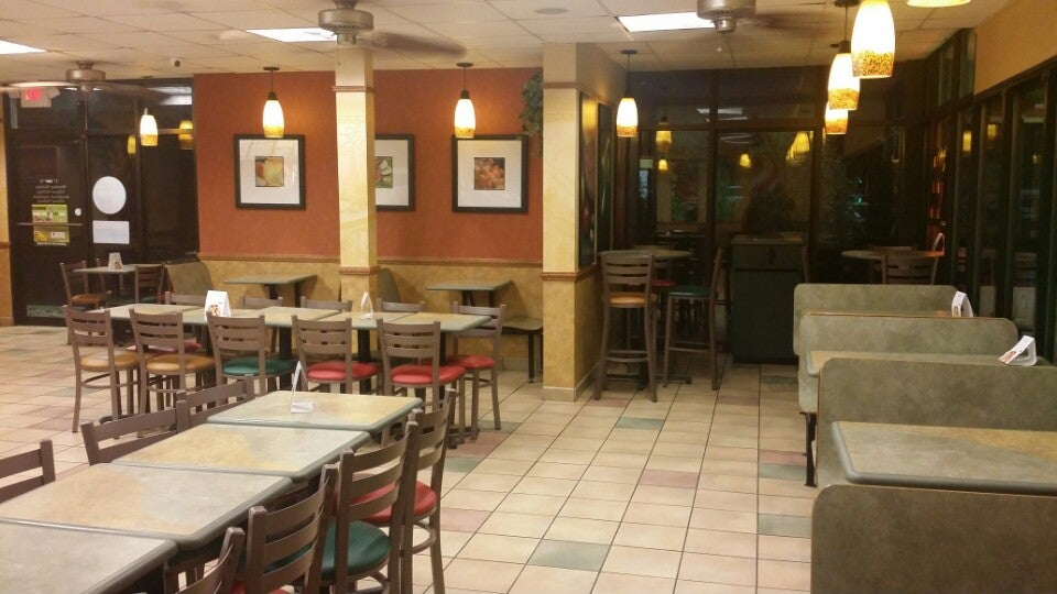 Subway 1700 S Memorial Dr, New Castle