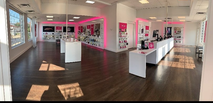 T-Mobile 1727 S Memorial Dr, New Castle