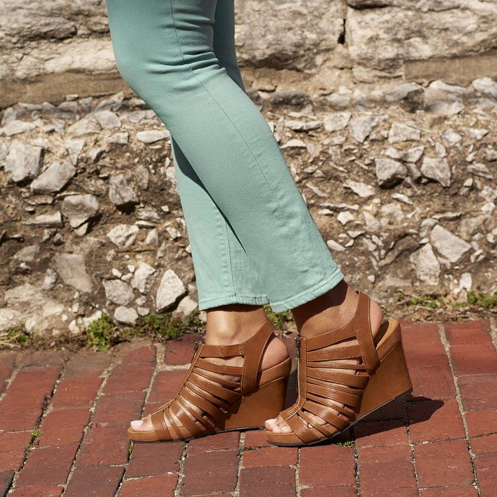 Famous Footwear SOUTHVIEW SQUARE S.C, 1881 S Robert St S, St Paul