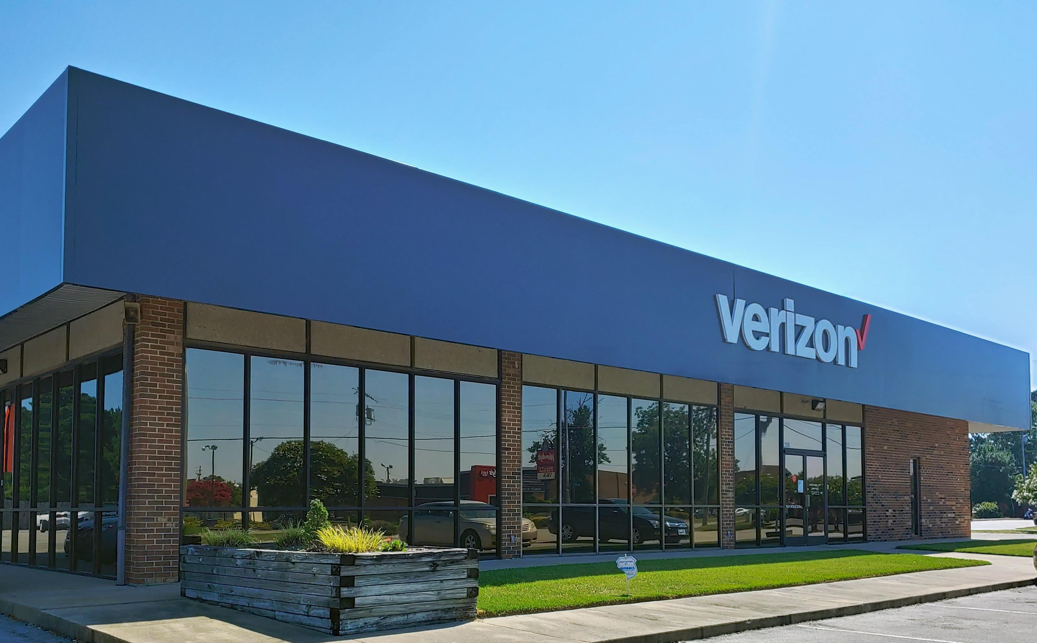 Verizon 1208 W 15th St, Washington