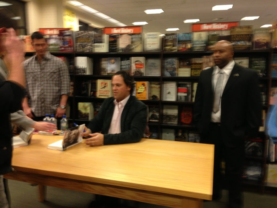 Barnes & Noble 1400 Old Country Rd, Westbury