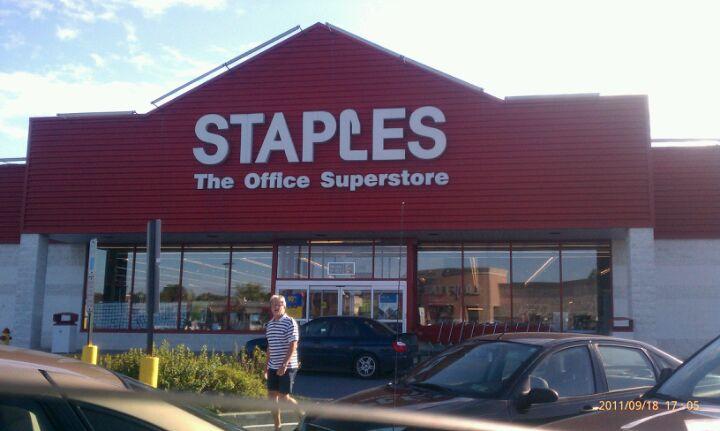 Staples Lancaster