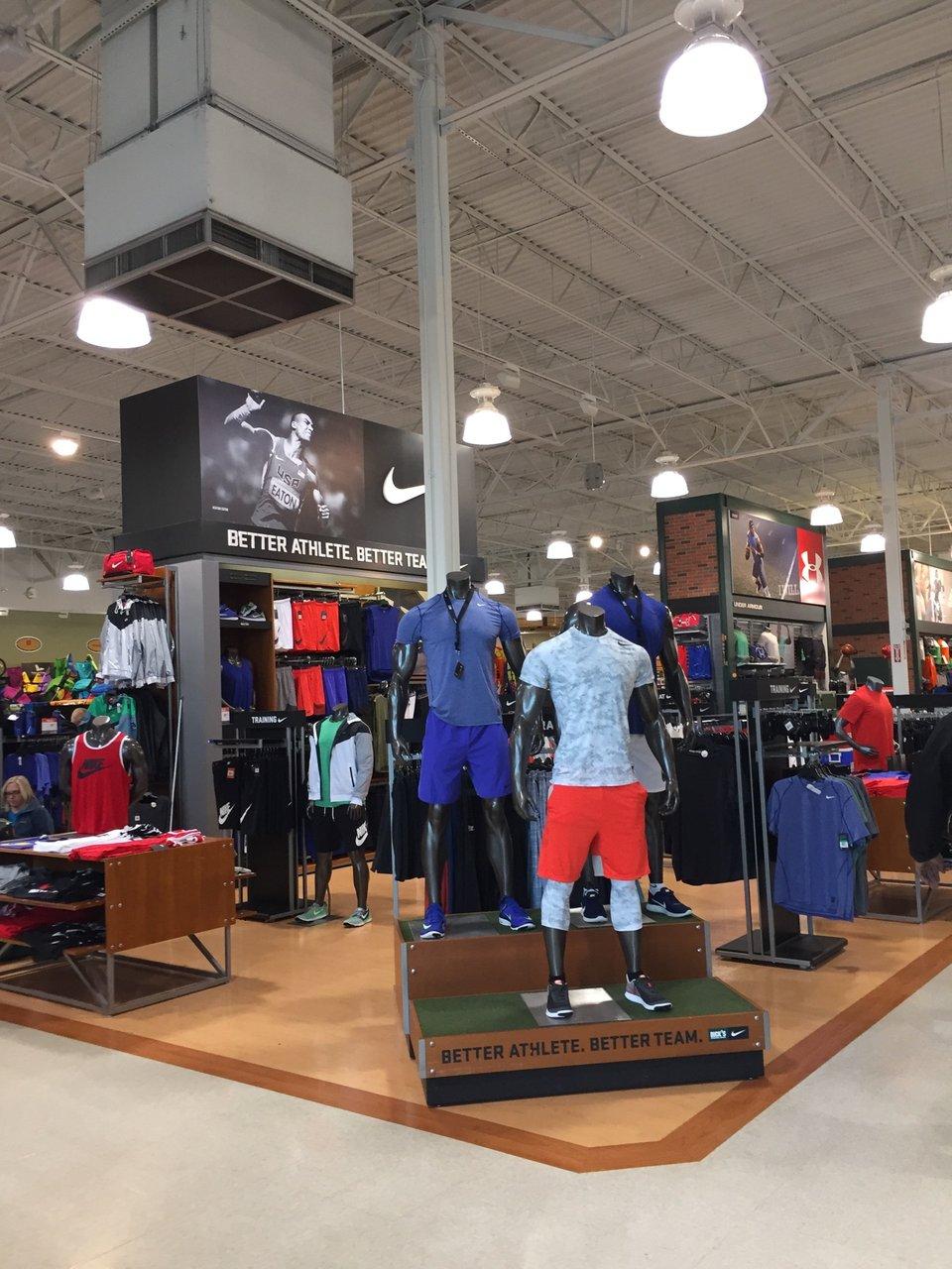 DICK'S Sporting Goods 2615 Medical Center Pkwy, Murfreesboro