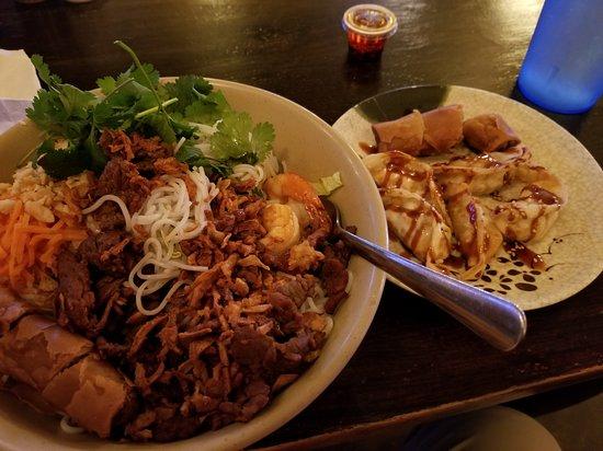Hu-Dat Noodle House 2