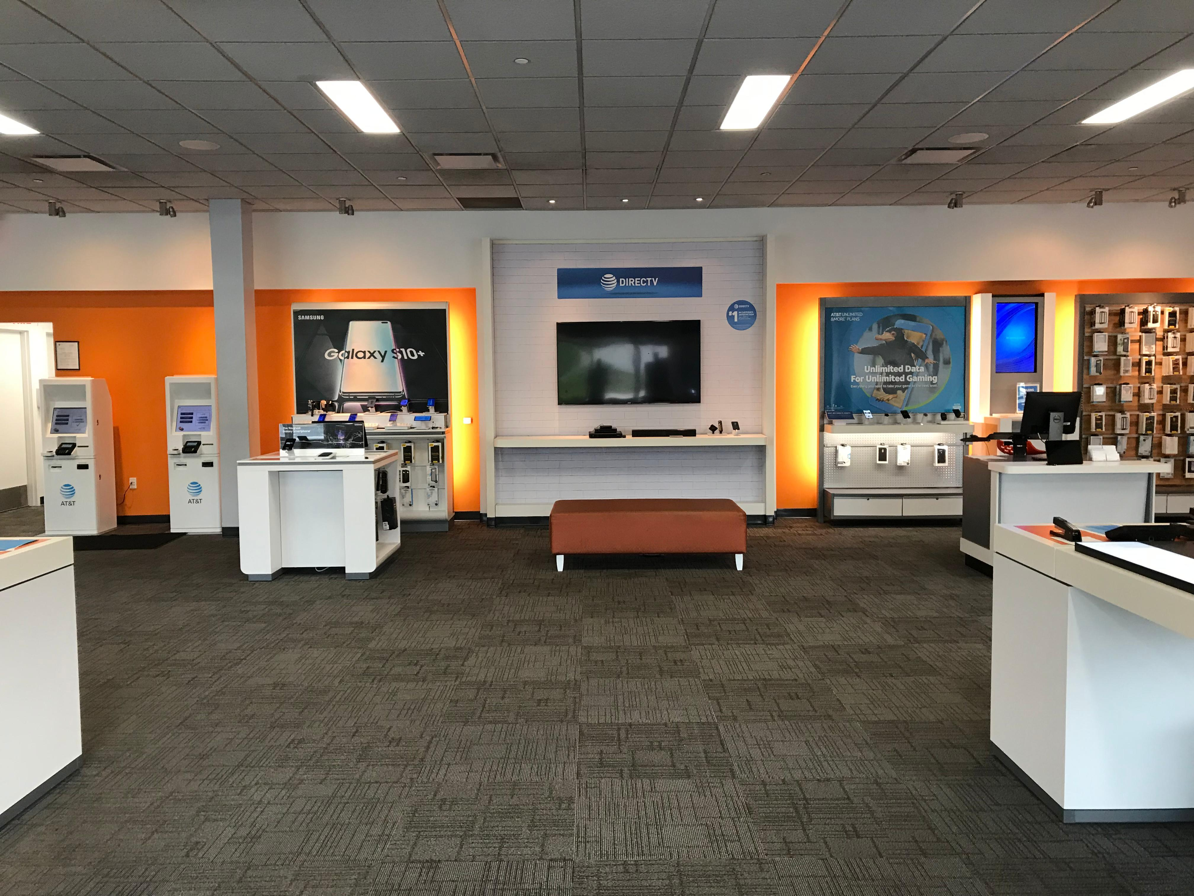 AT&T Store 6150 N Port Washington Rd Suite H, Glendale