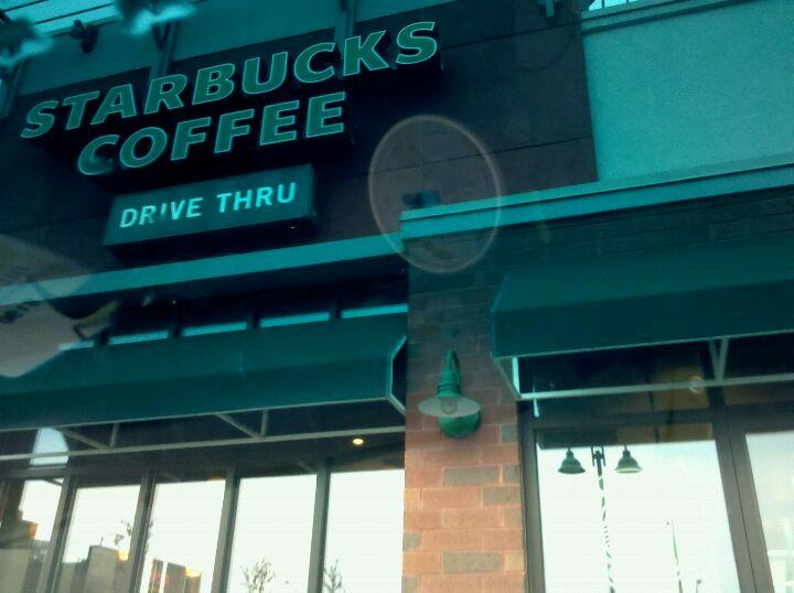 Starbucks 2625 S 108th St, West Allis